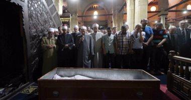 بالفيديو والصور.. الآلاف يؤدون صلاة الجنازة على الشيخ محمد الراوى بالأزهر