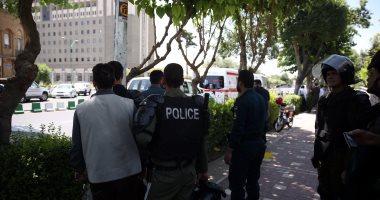 إيران تعتقل 100 تاجر عملات أجنبية
