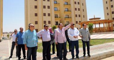 """وزير الإسكان يتفقد أراضى """"بيت الوطن"""" للمصريين بالخارج فى القاهرة الجديدة"""