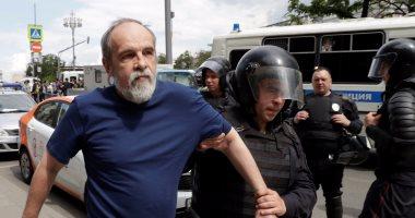 الشرطة الروسية تحتجز أكثر من 500 فى احتجاج على تلفيق تهمة لصحفى