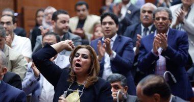 """بالصور.. النواب يهتفون """"تحيا مصر"""" وعاصفة تصفيق حاد عقب كلمة ممثل الجيش"""