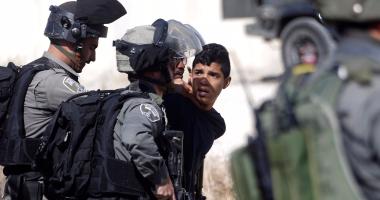 إطلاق النار على فلسطينى بحجة دهس مستوطنيين فى الخليل