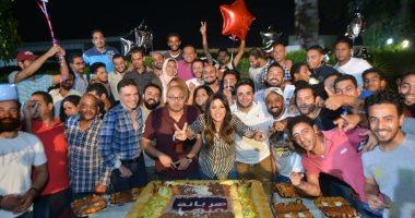 """ياسمين عبد العزيز تحتفل  بآخر يوم تصوير لـ """"هربانة منها"""""""