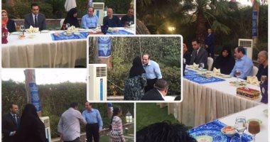 الرئيس يتناول وجبة الإفطار مع مجموعة من المواطنين بمقر إقامته