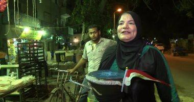 """أسوشيتدبرس: """"المسحراتية"""" دلال عبد القادر تخترق مهنة يهيمن عليها الرجال"""