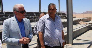 بالصور.. محافظ جنوب سيناء يتفقد مضمار الهجن بالمدينة الترفيهية بشرم الشيخ