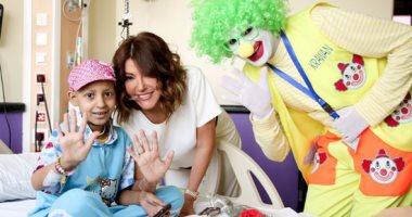"""بالفيديو.. سميرة سعيد تزور مستشفى سرطان الأطفال وتغنى """"وش الخير"""""""