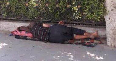 """فريق التدخل السريع بـ""""التضامن"""" ينقذ شابا بلا مأوى يتسول بكورنيش القاهرة"""