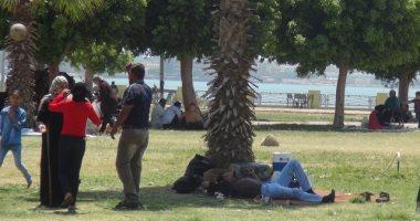 بالفيديو.. حدائق وشواطئ السويس تستقبل آلاف المواطنين فى أول أيام العيد