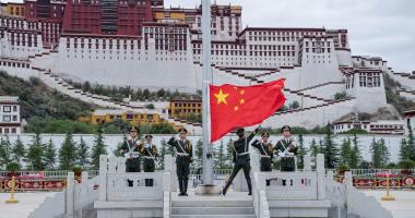 الصين تؤكد معارضتها الشديدة محاولات أمريكا التدخل في شؤونها