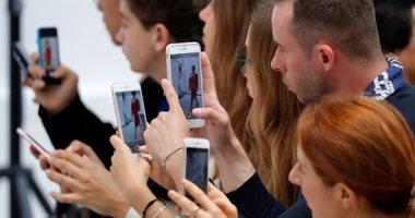 خوفا من فسوقهن.. الفتيات فى الدول النامية ممنوعات من الهواتف الذكية