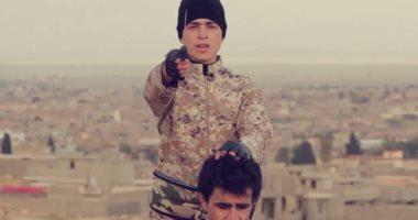 بالصور.. أطفال داعش الأجانب يعدمون 4 رجال ذبحا وآخر بالرصاص