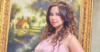 تكريم نانسى إبراهيم مذيعة نايل سينما فى احتفالية صناع الحياة