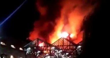 بالفيديو والصور.. حريق هائل بأحد الأسواق التجارية فى لندن
