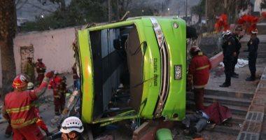 مصرع 21 شخصا وإصابة 15 آخرين جراء سقوط حافلة بنهر فى بيرو