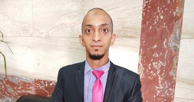 بالفيديو والصور..  إسلام  يتحدى إعاقته ويعمل فى 3 وظائف بجانب دراسته بالثانوية العامة -
