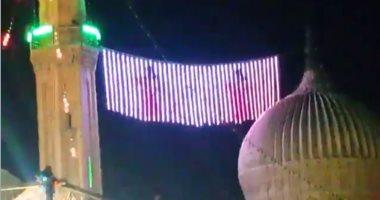 """فيديو لشاشة عرض لـ""""راقصات"""" فوق إحدى المآذن يثير غضب مواقع التواصل"""
