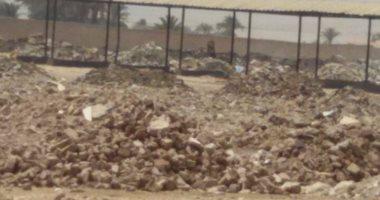 قارئ يشكو من تحويل سوق إلى مقلب قمامة فى قرية أولاد سلامة بسوهاج