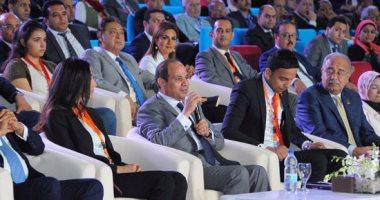 السيسى: الدولة مستعدة لدعم إنتاج عمل سينمائى يواجه محاولات هدم الدولة