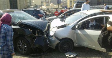 توقف حركة المرور بطريق الفيوم الصحراوى بعد تصادم سيارتين وإصابة شخصين