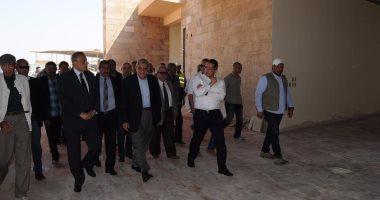 محلب ووزير الآثار يتفقدان مشروع هضبة الهرم والمتحف الكبير بعد قليل