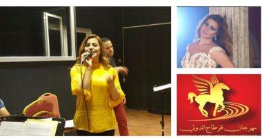 بالصور.. البروفة الأخيرة لـ أمانى السويسى قبل حفلها بمهرجان قرطاج