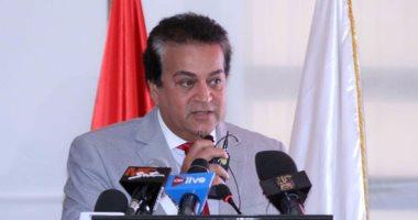 وزير التعليم العالى يستعرض تقريرا حول أنشطة صندوق العلوم والتنمية