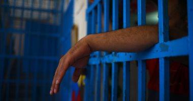 ضبط 20 متهما بحوزتهم رشاش متعدد وأسلحة نارية خلال حملة أمنية بقنا