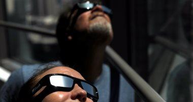 7fc1cae44 بالصور..نظارات مقلدة تغرق السوق الأمريكية مع اقتراب كسوف كلى للشمس ...