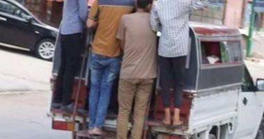 بالصور..سيارات الأجرة بمنطقة عوايد ضيف بالبحيرة تهدد حياة الأهالى بالخطر