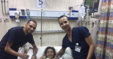 """بالصور.. مستشفى """"رأس سدر"""" تنقذ طفلة تعرضت للغرق وتوقف عضلة القلب"""