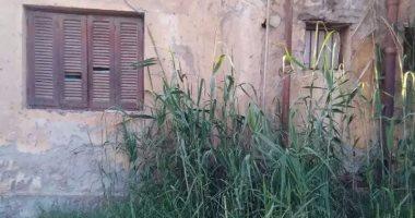 شكوى من حصار مياه الصرف الصحى لمنزل بقرية تله بالمنيا