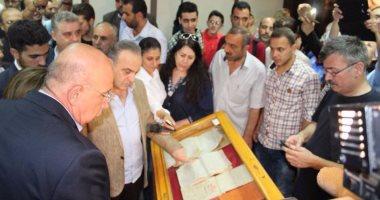 بالصور .. رئيس وزراء سوريا يتفقد معرض الكتاب بدمشق