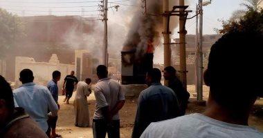 قارئ يرصد حريق محول الكهرباء بقرية الشنطور فى بنى سويف ويحذر من كارثة