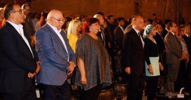 دقيقة حدادا على ضحايا قطارى الإسكندرية بمهرجان محكى القلعة
