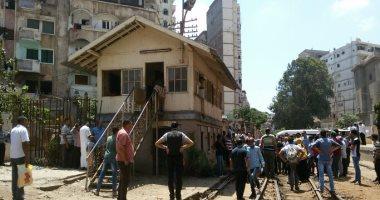 قارئ يرسل صورا لخروج قطار عن القضبان فى محطة فيكتوريا بالإسكندرية