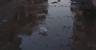 بالصور..مياه الصرف الصحى تغرق شارع الدقهلية بمحافظة الإسماعيلية
