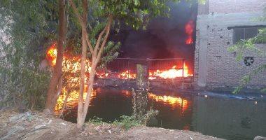 بالصور .. حريق هائل بمصنع بلاستيك بشبرا الخيمة