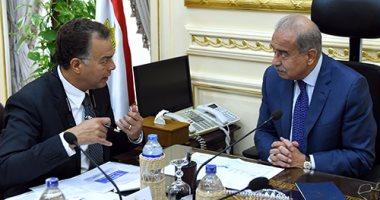 رئيس الوزراء يلتقى وزير النقل على خلفية حادث قطارى الإسكندرية