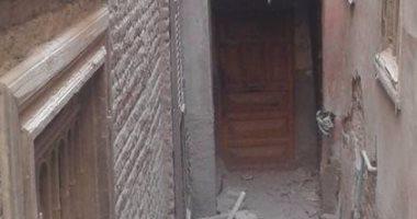 بالصور.. تصدع منزلين بشارع 26 يوليو بسبب التنقيب عن الآثار فى أسيوط