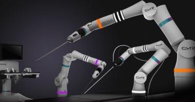 تعاون بين ثلاثة جراحين وروبوت لإجراء جراحة عمود فقرى لطفل فى السادسة