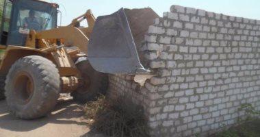 وزير الإسكان يصدر 33 قراراً لإزالة مخالفات البناء بمدينة العاشر من رمضان