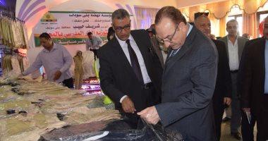 محافظ بنى سويف يسلم الملابس المدرسية لأطفال الأسر الأولى بالرعاية
