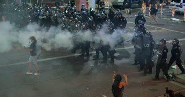 الشرطة الأمريكية تفرق المتظاهرين