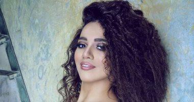 سمية درويش تستعد لألبومها الجديد بـ8 أغنيات وتجسد شخصية وردة الجزائرية