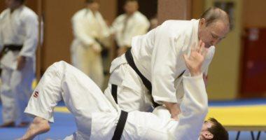 رئيس الوزراء اليابانى يقترح تنظيم بطولة فى الجودو بمشاركة بوتين