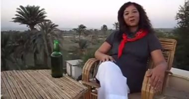 """منى برنس تواصل التطبيع وتظهر على """"مكان"""" الإسرائيلية: كل واحد حر"""