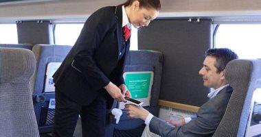 ركاب القطارات فى السويد يزرعون شرائح ذكية بأيديهم بدلا من التذاكر