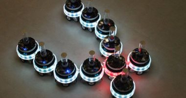 بالفيديو.. باحثون يطورون روبوتات جديدة يمكنها العمل معا