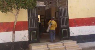 رش مدارس عزبة البرج فى دمياط بالمبيدات الحشرية